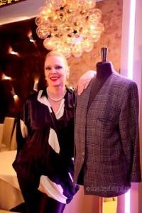 Cris-Egger-con-giacca-Versace-vintage-200x300