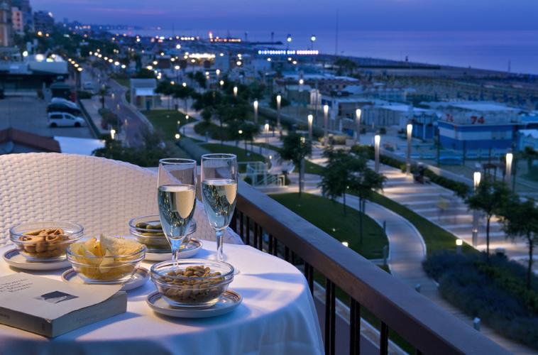 San valentino romantico a riccione lilly 39 s lifestyle for Hotel barcellona sul mare