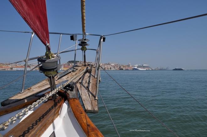 barca a vela lisbona furanai